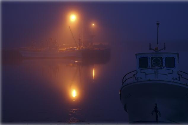 『暮れる漁港3』